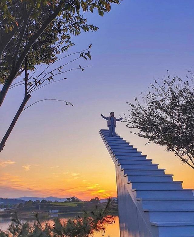 4 cầu thang vô cực kỳ ảo nhất thế giới, Việt Nam cũng có một đại diện trong danh sách - Ảnh 2.