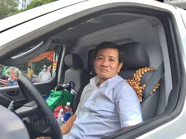 Ông Đoàn Ngọc Hải mua xe cứu thương, tự cầm lái chở bệnh nhân nghèo về quê miễn phí - Ảnh 5.