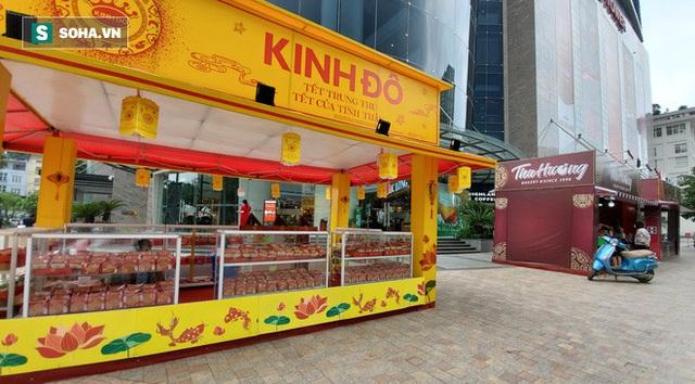 Cảnh tượng như thời bao cấp tại phố bánh Trung thu truyền thống nổi tiếng Hà Nội - Ảnh 6.