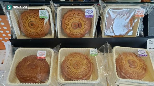 Cảnh tượng như thời bao cấp tại phố bánh Trung thu truyền thống nổi tiếng Hà Nội - Ảnh 8.