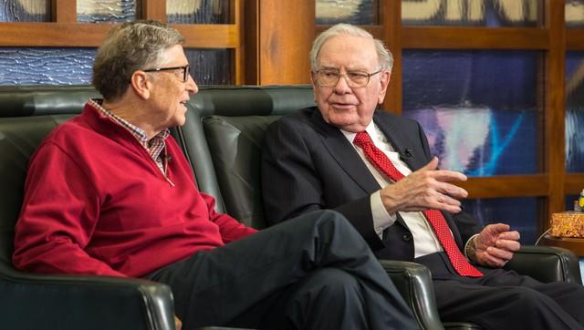 Nhân dịp sinh nhật thứ 90 của Warren Buffett, tỷ phú Bill Gates chơi lớn khi tự tay vào bếp làm bánh tặng bạn thân, kèm theo vô vàn lời khen có cánh - Ảnh 1.