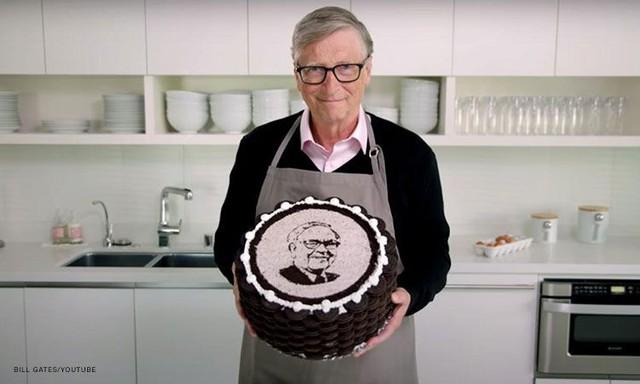 Nhân dịp sinh nhật thứ 90 của Warren Buffett, tỷ phú Bill Gates chơi lớn khi tự tay vào bếp làm bánh tặng bạn thân, kèm theo vô vàn lời khen có cánh - Ảnh 3.