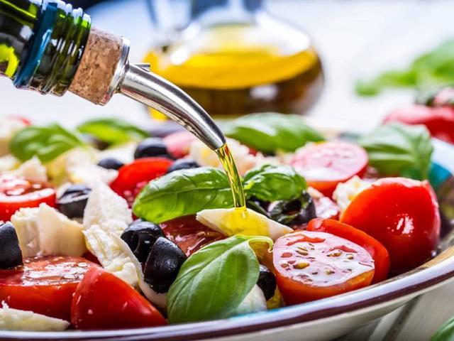 Ăn mỗi ngày 10 loại thực phẩm chống viêm, giảm cholesterol này, bạn yên tâm sẽ có trái tim khoẻ mạnh suốt đời - Ảnh 2.