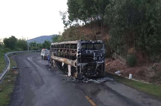 Xe khách giường nằm chở 40 người cháy rụi trong đêm  - Ảnh 3.