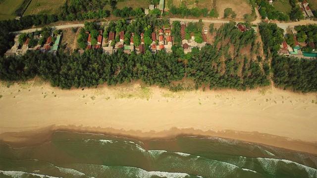 Cảnh hoang tàn ở khu du lịch biển Xuân Thành - Ảnh 1.