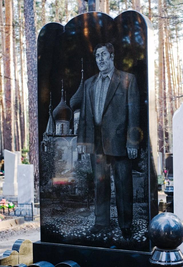 Thăm thú nghĩa trang mafia độc đáo ở Nga: Khi còn sống khét tiếng bao nhiêu, lúc nhắm mắt cũng hoành tráng bấy nhiêu - Ảnh 2.