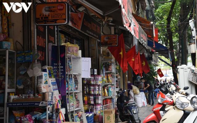 Ảnh: Thủ đô Hà Nội rực màu cờ Tổ quốc chào đón Quốc khánh 2/9 - Ảnh 13.