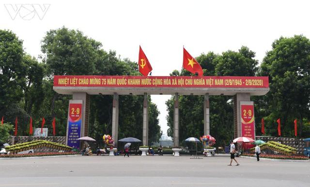 Ảnh: Thủ đô Hà Nội rực màu cờ Tổ quốc chào đón Quốc khánh 2/9 - Ảnh 14.