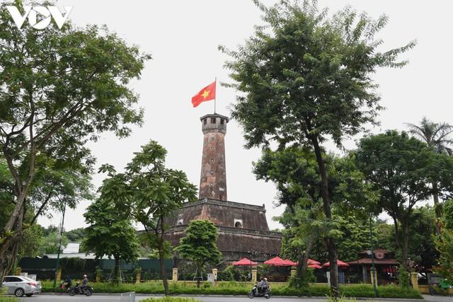 Ảnh: Thủ đô Hà Nội rực màu cờ Tổ quốc chào đón Quốc khánh 2/9 - Ảnh 5.