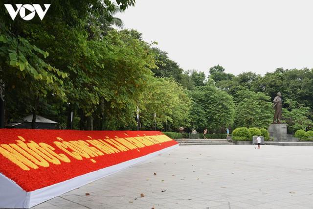Ảnh: Thủ đô Hà Nội rực màu cờ Tổ quốc chào đón Quốc khánh 2/9 - Ảnh 6.