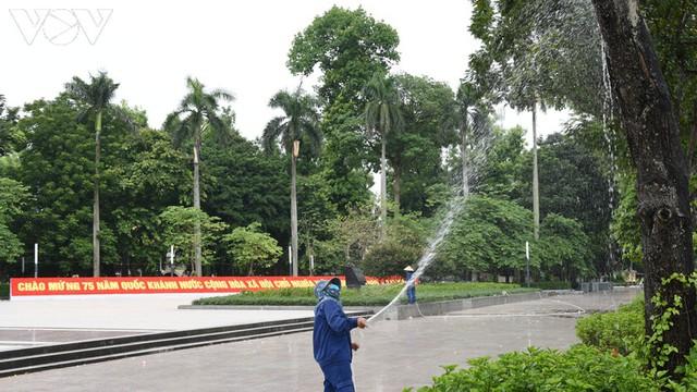 Ảnh: Thủ đô Hà Nội rực màu cờ Tổ quốc chào đón Quốc khánh 2/9 - Ảnh 7.