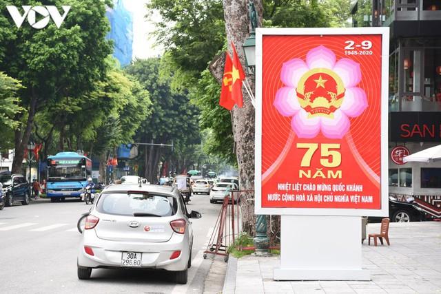 Ảnh: Thủ đô Hà Nội rực màu cờ Tổ quốc chào đón Quốc khánh 2/9 - Ảnh 10.
