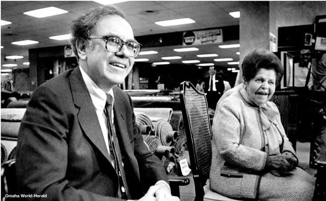 Nhân dịp sinh nhật thứ 90 của Warren Buffett, tỷ phú Bill Gates chơi lớn khi tự tay vào bếp làm bánh tặng bạn thân, kèm theo vô vàn lời khen có cánh - Ảnh 5.