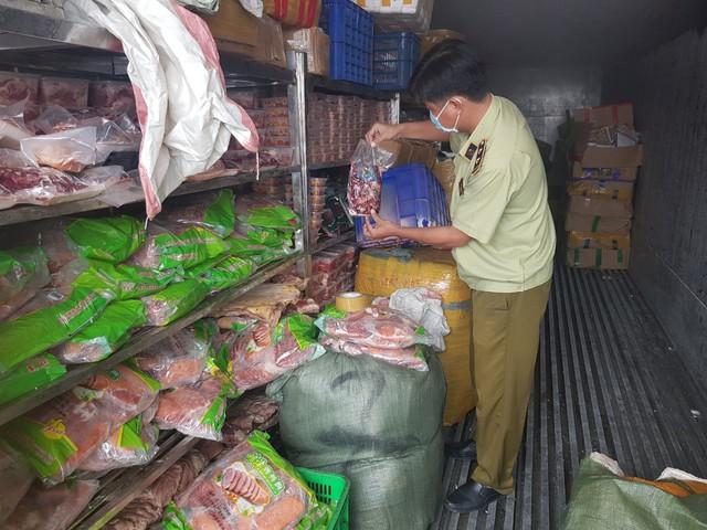 Phát hiện hơn 19 tấn sản phẩm động vật đông lạnh quá hạn sử dụng tại Bình Dương - Ảnh 1.