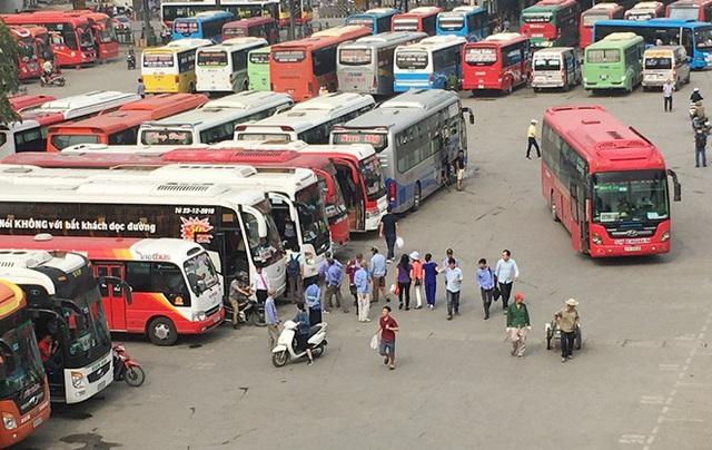 Khẩn: Hà Nội tìm kiếm 7 hành khách còn lại trên chuyến xe chở bệnh nhân Covid-19  - Ảnh 1.