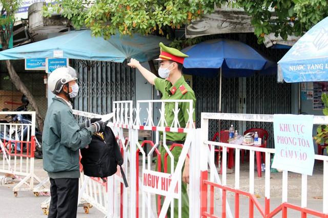 Cuộc sống trong thôn đầu tiên ở Đà Nẵng bị phong tỏa vì COVID – 19 - Ảnh 13.