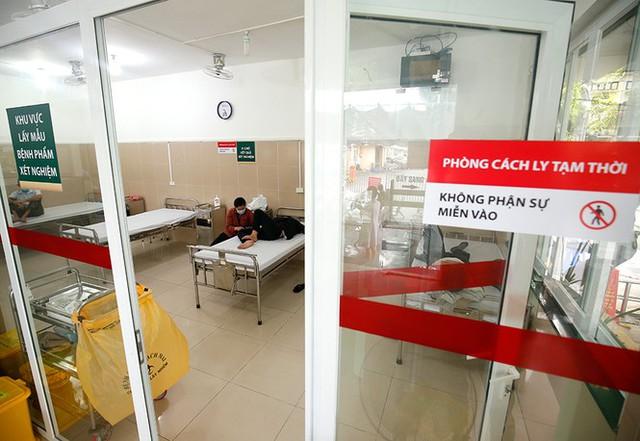 Bệnh viện Bạch Mai tăng cường bảo vệ thế nào khi dịch COVID-19 bùng phát? - Ảnh 14.