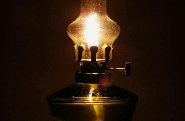 Thắp 4 ngọn đèn dầu trong phòng tối, thầy giáo chỉ ra 1 đạo lý giúp học trò cũ trở thành nhân viên xuất sắc: Ai cũng nên biết! - Ảnh 2.