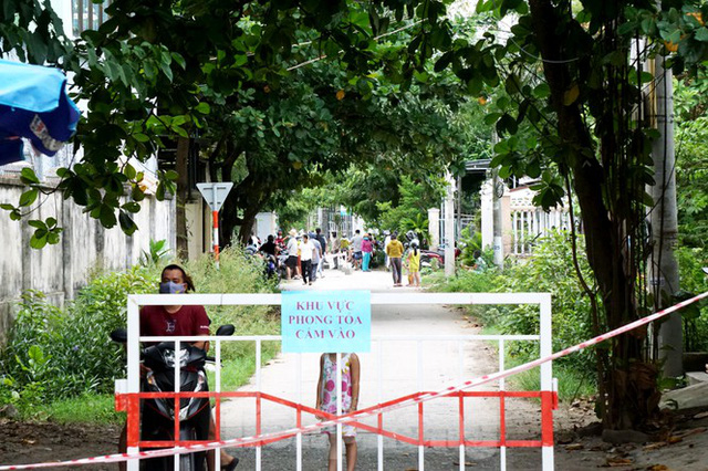 Cuộc sống trong thôn đầu tiên ở Đà Nẵng bị phong tỏa vì COVID – 19 - Ảnh 5.