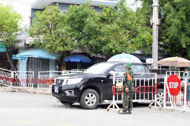 Cuộc sống trong thôn đầu tiên ở Đà Nẵng bị phong tỏa vì COVID – 19 - Ảnh 10.
