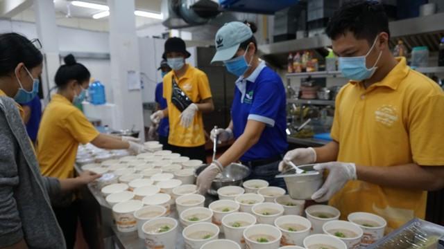 NCB và Quỹ Hành Trình Xanh chia sẻ khó khăn cùng Đà Nẵng, Hội An - Ảnh 1.