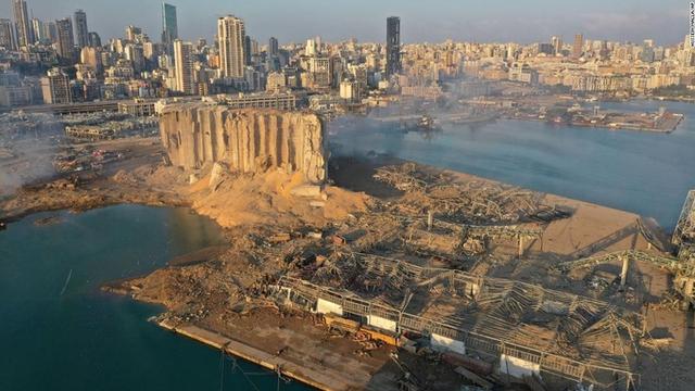 Ảnh vệ tinh cho thấy cảng Beirut tan hoang như thế nào sau vụ nổ kinh hoàng - Ảnh 4.