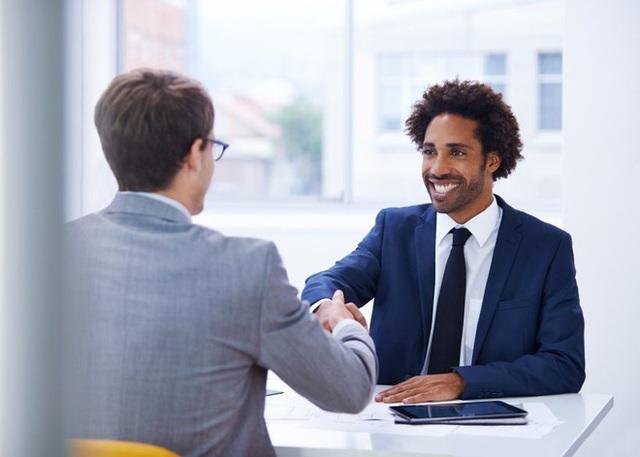 Sắp đặt cho ứng viên va chạm với người tạp vụ, vị tổng giám đốc tìm được người quản lý phù hợp: Lý do nằm gọn trong 2 chữ - Ảnh 2.