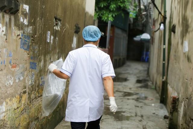 Hà Nội phong toả chung cư nơi bệnh nhân COVID-19 số 714 sinh sống - Ảnh 8.