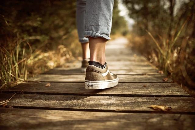 Áp dụng những kỹ thuật lợi hại này, việc đi bộ mỗi ngày cũng hiệu quả chẳng kém tập thể dục hay hành thiền: Dân công sở bận rộn nên thử - Ảnh 2.