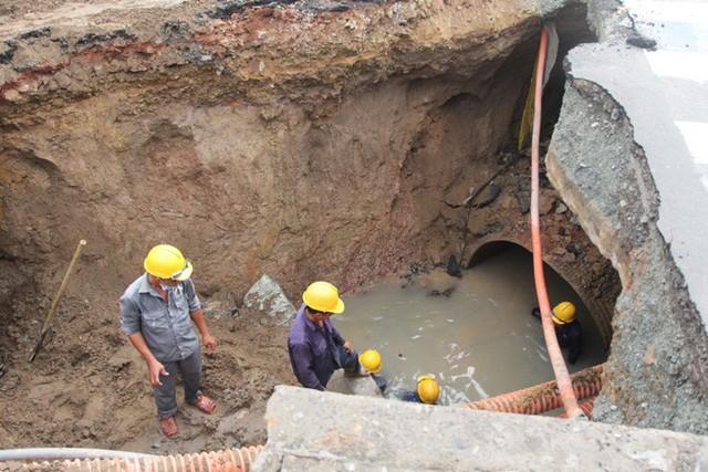 Dưới hố sâu vừa xuất hiện ở góc Phan Văn Trị - Nguyễn Oanh, có gì?  - Ảnh 1.