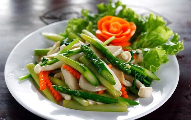 4 loại rau tuyệt đối không nên ăn sống, vừa không hấp thụ dinh dưỡng mà còn dễ ngộ độc - Ảnh 3.