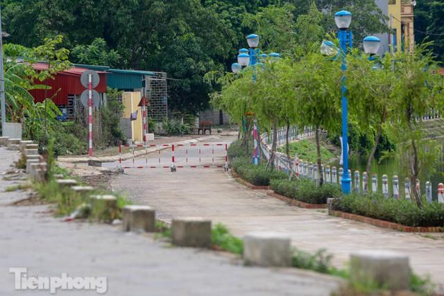 Bên trong khu phố ở Hà Nam bị phong tỏa vì ca mắc COVID-19 - Ảnh 4.