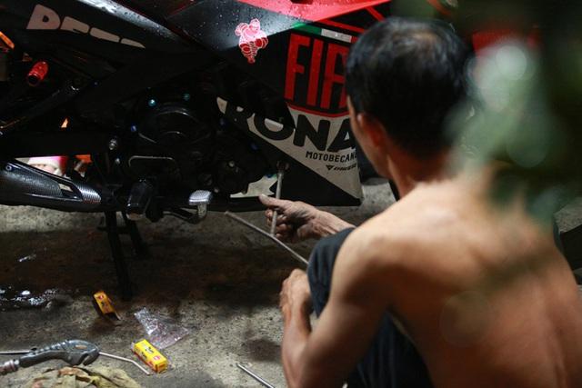 [ẢNH] Người Sài Gòn khổ sở trong biển nước, Mercedes, Audi nằm dài chờ cứu hộ từ đêm tới sáng - Ảnh 9.