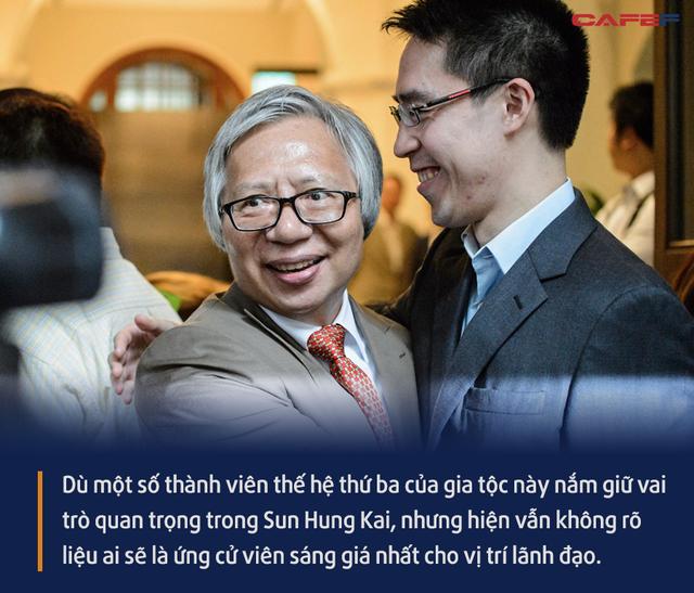 Gia tộc giàu nhất Hồng Kông mất 8 tỷ USD chỉ trong 1 năm, đế chế bất động sản lao đao nhưng vẫn chưa tìm ra người kế vị - Ảnh 6.