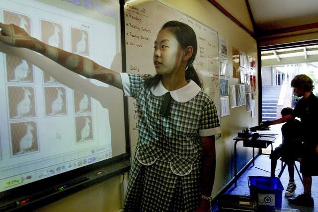 Học sinh gốc Á nỗ lực để đứng đầu những ngôi trường danh tiếng: Kim bài quý giá giúp các gia đình thoát cảnh kỳ thị, tìm thấy chỗ đứng trong xã hội - Ảnh 1.