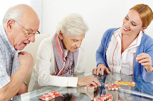 Không chỉ người già, người trẻ đã phải đối mặt với bệnh sa sút trí tuệ: Đây là điều nên làm - Ảnh 4.