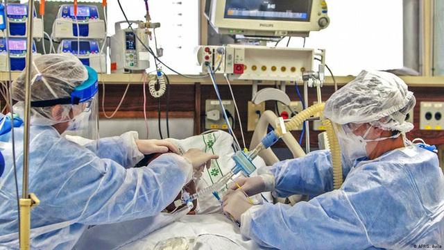 Máu của những bệnh nhân COVID-19 khỏi bệnh: Món quà vô giá cho y học và cuộc đua tìm kiếm thuốc cho đại dịch - Ảnh 7.