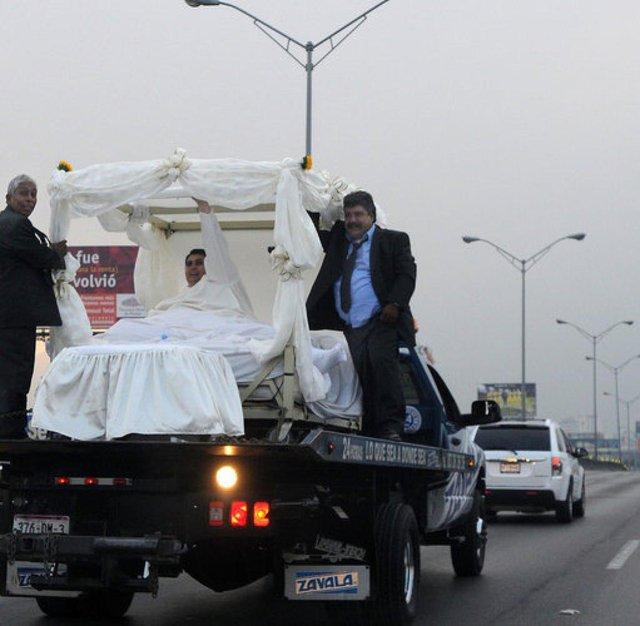 Cận cảnh cuộc sống của người đàn ông nặng nhất thế giới gần 600kg, cả khi cưới và lúc chết đưa tang đều phải thuê xe tải cỡ lớn - Ảnh 8.