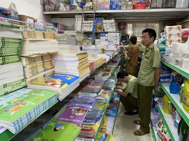 Tạm giữ gần 4.000 quyển sách giáo khoa có dấu hiệu giả mạo nhà xuất bản Giáo dục Việt Nam - Ảnh 4.
