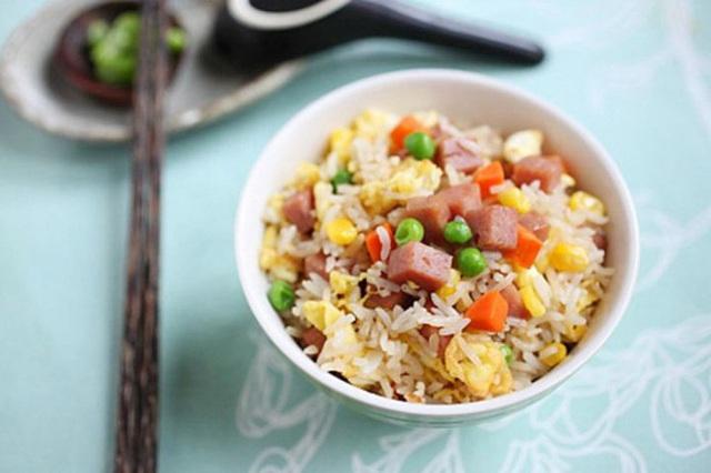 Khi ăn cơm hãy nhớ 3 nguyên tắc này để cơm trở thành liều thuốc bổ cho sức khỏe - Ảnh 1.