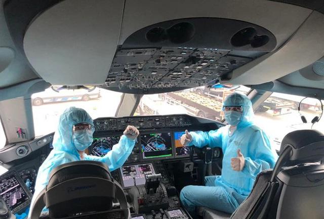 Thu nhập phi công Vietnam Airlines giảm sốc trong dịch Covid-19 - Ảnh 1.