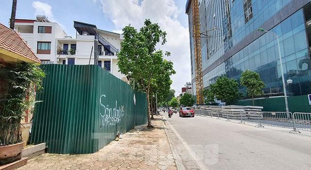 Nhà riêng lẻ 4 tầng hầm ở Hà Nội: Viện dẫn một đằng, cấp phép một nẻo? - Ảnh 3.