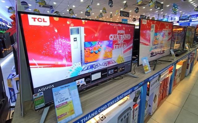 """""""Tung chiêu"""" khuyến mại khi mua hàng online, loạt tivi cao cấp giảm giá lên đến 55% - Ảnh 1."""