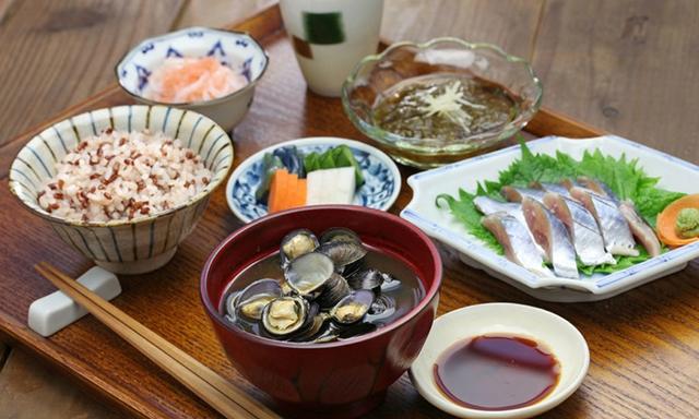Thường xuyên ăn cơm nhưng vì sao người Nhật hiếm khi béo phì, lại còn sống thọ bậc nhất thế giới? Hóa ra cách họ tiêu thụ gạo cũng rất đáng để học tập - Ảnh 2.