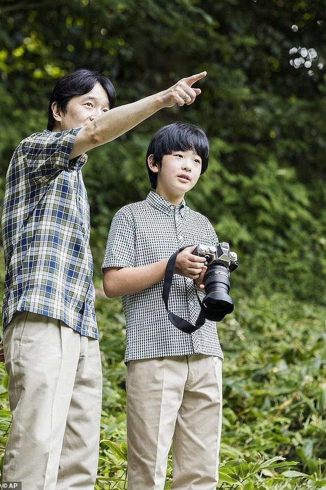 """Bằng tuổi """"Hoàng tử Nhà Trắng"""" Barron Trump, """"Thiên Hoàng tương lai"""" của Nhật Bản gây bất ngờ khi xuất hiện với khí chất hoàn toàn khác biệt - Ảnh 5."""