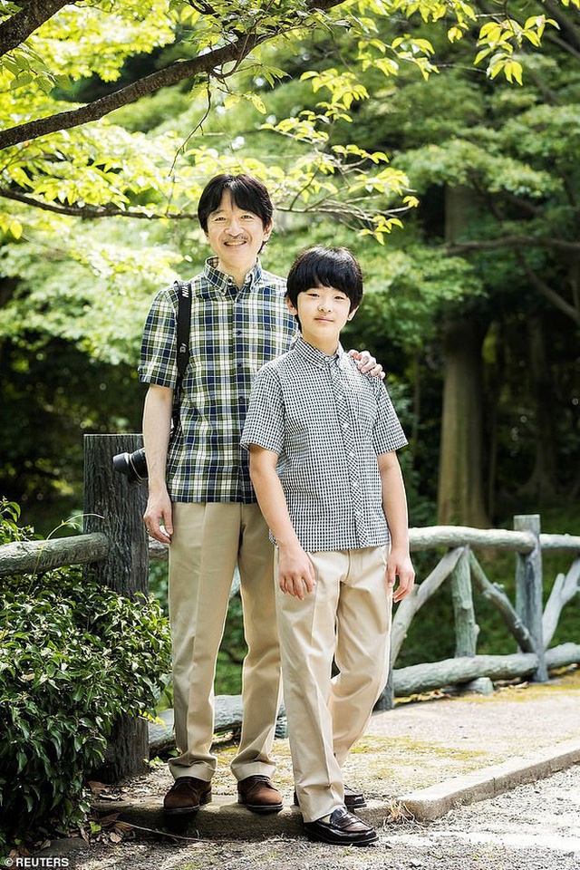 """Bằng tuổi """"Hoàng tử Nhà Trắng"""" Barron Trump, """"Thiên Hoàng tương lai"""" của Nhật Bản gây bất ngờ khi xuất hiện với khí chất hoàn toàn khác biệt - Ảnh 7."""