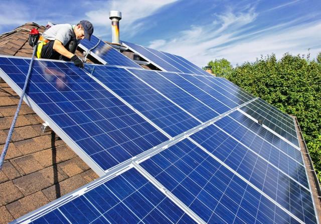 Điện mặt trời mái nhà vẫn chờ quy định về công suất - Ảnh 1.