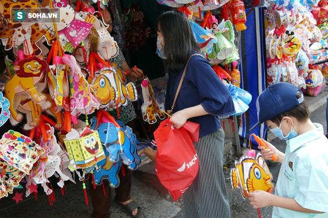 Đìu hiu xóm lồng đèn lâu đời ở Sài Gòn - Ảnh 8.
