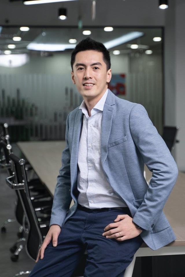 Tân CEO Gojek Việt Nam gây bão vì để lộ góc nghiêng khi bị chụp lén trong văn phòng: Cao 1m84, nói tiếng Anh như gió, biết chơi nhiều nhạc cụ - Ảnh 3.