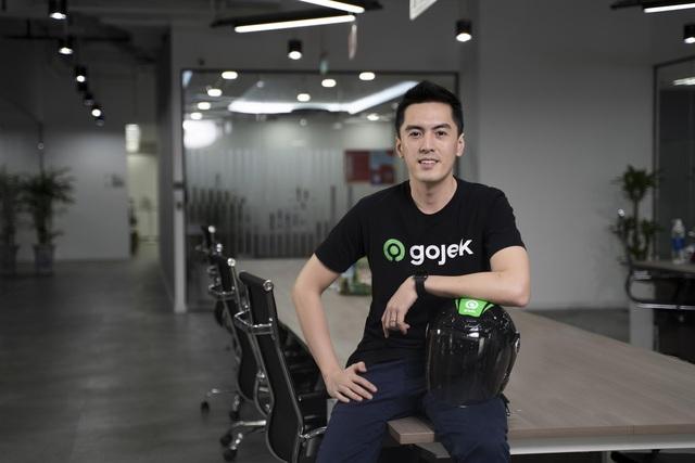 Tân CEO Gojek Việt Nam gây bão vì để lộ góc nghiêng khi bị chụp lén trong văn phòng: Cao 1m84, nói tiếng Anh như gió, biết chơi nhiều nhạc cụ - Ảnh 2.